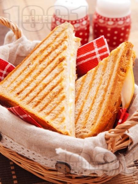 Сандвичи с пуешко филе и черен хляб - снимка на рецептата
